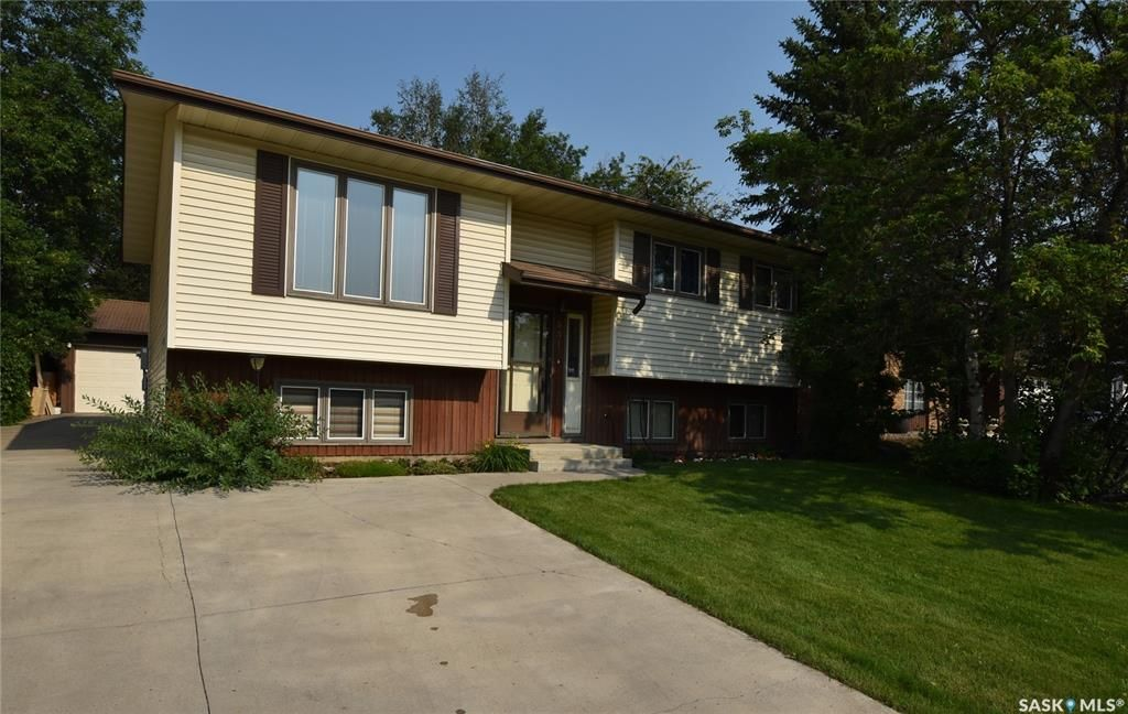 Main Photo: 351 Thain Crescent in Saskatoon: Silverwood Heights Residential for sale : MLS®# SK864642