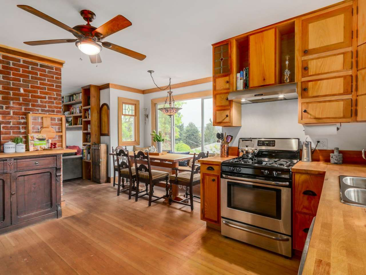 Main Photo: 330 HOULT STREET in New Westminster: The Heights NW House for sale : MLS®# R2057551