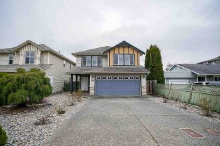 Photo 1: B 9425 BROADWAY Street in Chilliwack: Chilliwack E Young-Yale House for sale : MLS®# R2556478
