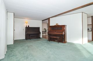 "Photo 3: 40 2305 200 Street in Langley: Brookswood Langley Manufactured Home for sale in ""Cedar Lane Park"" : MLS®# R2524495"
