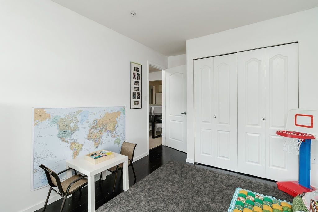 "Photo 27: Photos: 405 15220 GUILDFORD Drive in Surrey: Guildford Condo for sale in ""BOULEVARD CLUB"" (North Surrey)  : MLS®# R2530225"