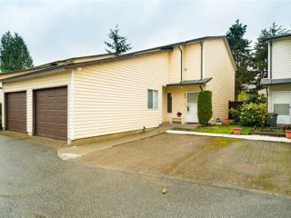 Main Photo: 104 15519 87A Avenue in Surrey: Fleetwood Tynehead Townhouse for sale : MLS®# R2544559