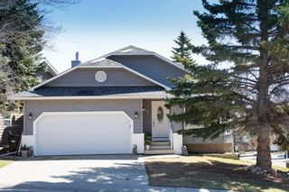 Photo 2: 88 Strathlorne Crescent SW in Calgary: Strathcona Park Detached for sale : MLS®# A1097538