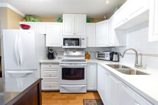 """Photo 17: 907 612 SIXTH Street in New Westminster: Uptown NW Condo for sale in """"The Woodward"""" : MLS®# R2505938"""