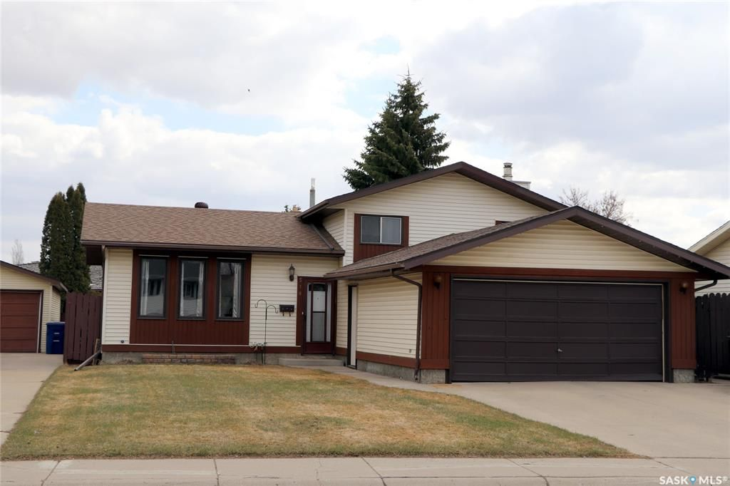 Main Photo: 518 NORDSTRUM Road in Saskatoon: Silverwood Heights Residential for sale : MLS®# SK851721