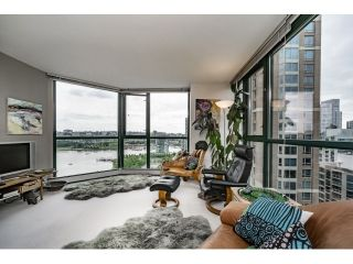 Photo 4: Vancouver West in Yaletown: Condo for sale : MLS®# R2073566