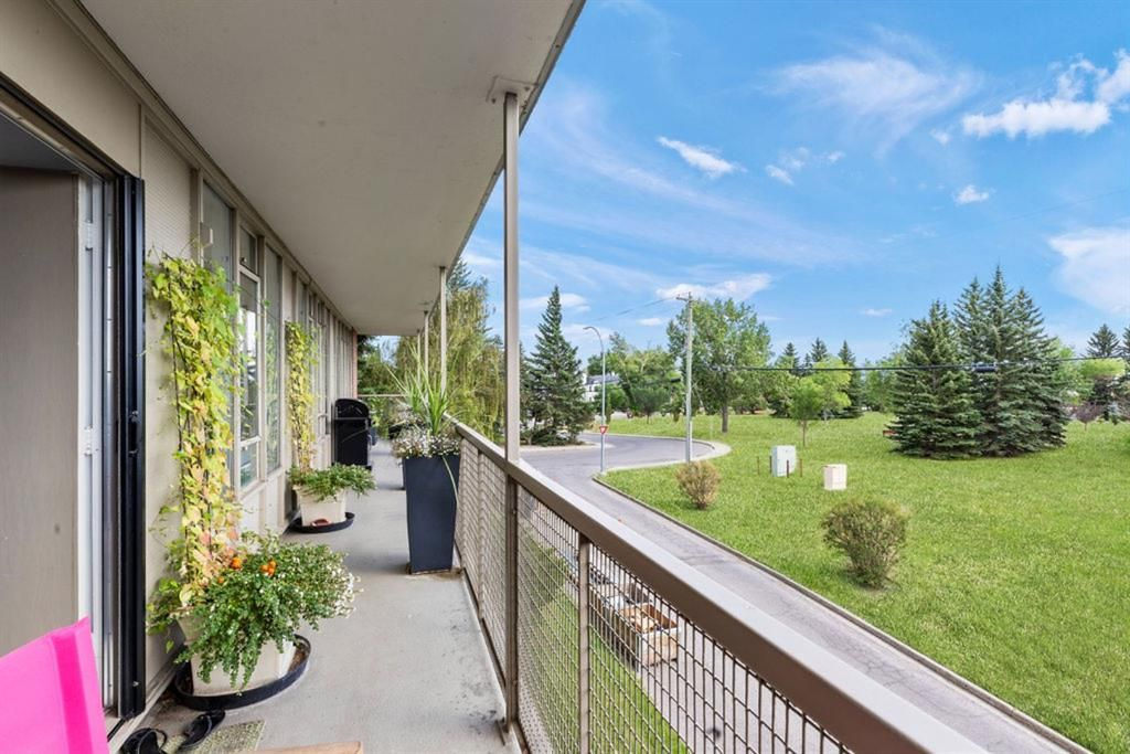 Main Photo: 309 3339 Rideau Place SW in Calgary: Rideau Park Apartment for sale : MLS®# A1137857