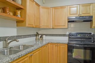Photo 13: 1214 COMO LAKE Avenue in Coquitlam: Central Coquitlam House for sale : MLS®# R2336355