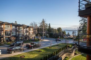 """Photo 26: 415 14855 THRIFT Avenue: White Rock Condo for sale in """"The Royce"""" (South Surrey White Rock)  : MLS®# R2538329"""