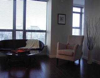 """Photo 4: 1005 1068 W BROADWAY BB in Vancouver: Fairview VW Condo for sale in """"THE ZONE"""" (Vancouver West)  : MLS®# V797290"""