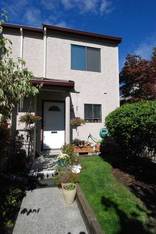 Photo 2: 13 230 W 14TH STREET in North Vancouver: Central Lonsdale Townhouse for sale : MLS®# R2110491