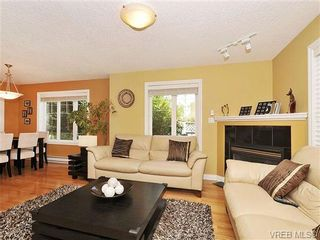 Photo 3: 3850 Stamboul St in VICTORIA: SE Mt Tolmie Row/Townhouse for sale (Saanich East)  : MLS®# 646532