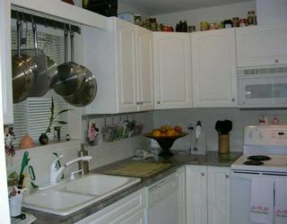 """Photo 3: 102 257 E KEITH RD in North Vancouver: Lower Lonsdale Townhouse for sale in """"MCNAIR PARK"""" : MLS®# V583707"""