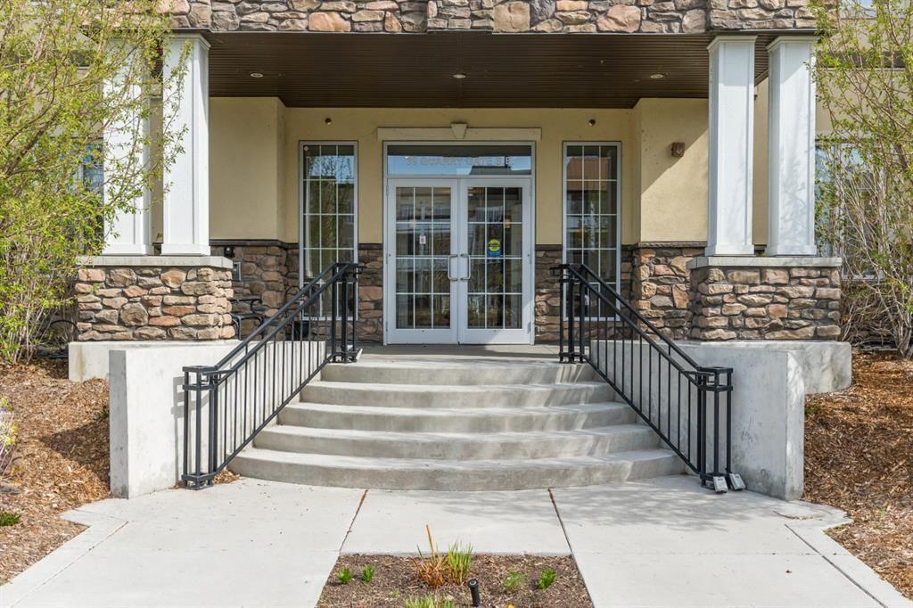 Photo 1: Photos: 312 39 Quarry Gate SE in Calgary: Douglasdale/Glen Apartment for sale : MLS®# A1103022