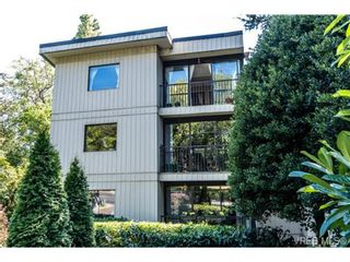 Photo 2: 401 1875 Lansdowne Rd in VICTORIA: SE Camosun Condo for sale (Saanich East)  : MLS®# 740389
