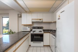 """Photo 10: 205 2428 W 1ST Avenue in Vancouver: Kitsilano Condo for sale in """"NOBLE HOUSE"""" (Vancouver West)  : MLS®# R2450860"""