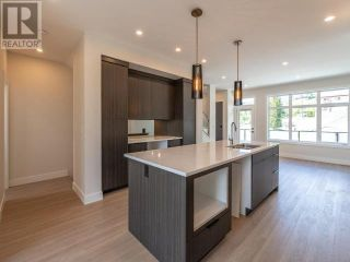 Photo 3: 385 TOWNLEY STREET in Penticton: House for sale : MLS®# 183471