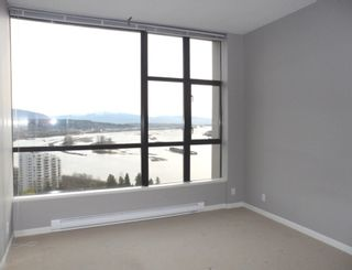 """Photo 12: 2003 11 E ROYAL Avenue in New Westminster: Fraserview NW Condo for sale in """"VICTORIA HILL HIGHRISE RESIDENCES"""" : MLS®# R2045382"""