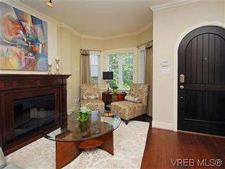 Photo 4: 19 675 Superior St in VICTORIA: Vi James Bay Row/Townhouse for sale (Victoria)  : MLS®# 581511