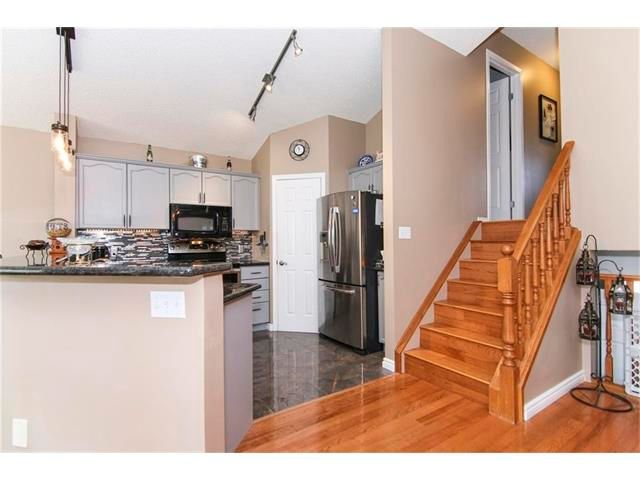 Photo 8: Photos: 208 MT ABERDEEN Circle SE in Calgary: McKenzie Lake House for sale : MLS®# C4067845