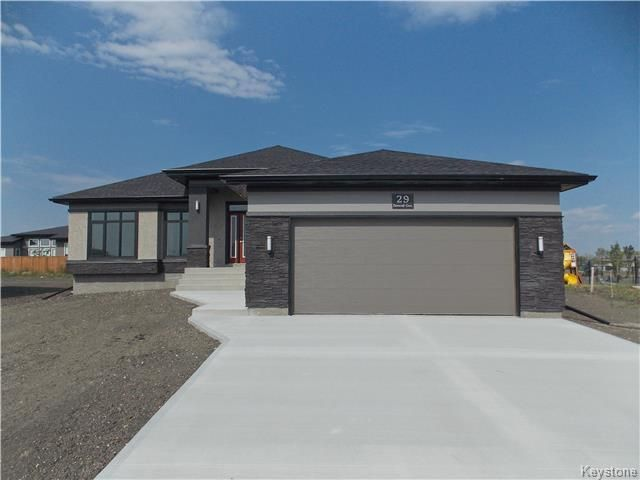 Main Photo: 29 Dovetail Crescent in Oak Bluff: RM of MacDonald Residential for sale (R08)  : MLS®# 1719867