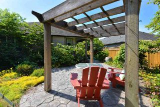 Photo 10: 866 AURORA Way in Gibsons: Gibsons & Area House for sale (Sunshine Coast)  : MLS®# R2387004