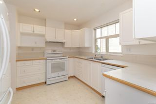 Photo 8: 401 288 Eltham Rd in View Royal: VR View Royal Row/Townhouse for sale : MLS®# 883864