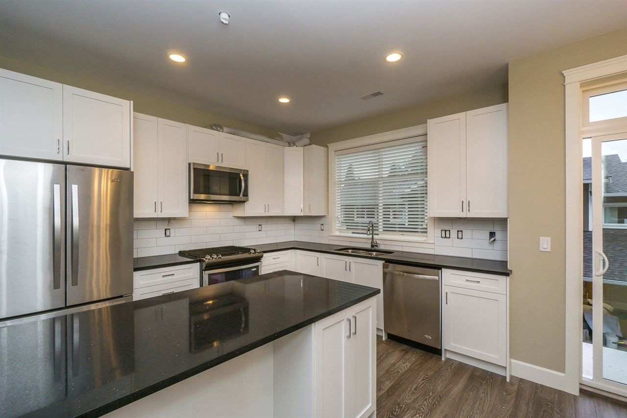 """Photo 1: Photos: 21 32921 14 Avenue in Mission: Mission BC Townhouse for sale in """"Southwynd Hills"""" : MLS®# R2130256"""
