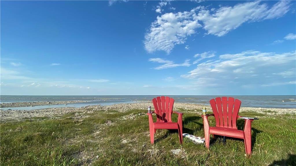 Main Photo: 71 Beckville Beach Drive in Amaranth: Beckville Beach Residential for sale (R40 - R40)  : MLS®# 202107985