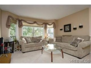 Photo 2:  in VICTORIA: SW Strawberry Vale House for sale (Saanich West)  : MLS®# 484579