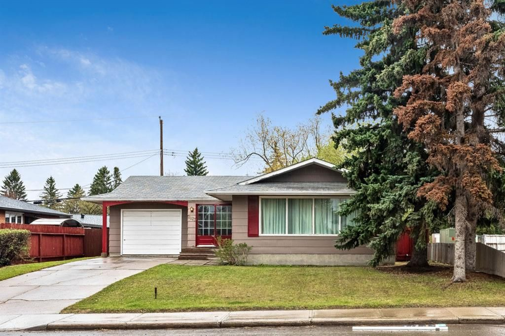 Main Photo: 2827 63 Avenue SW in Calgary: Lakeview Detached for sale : MLS®# A1110587