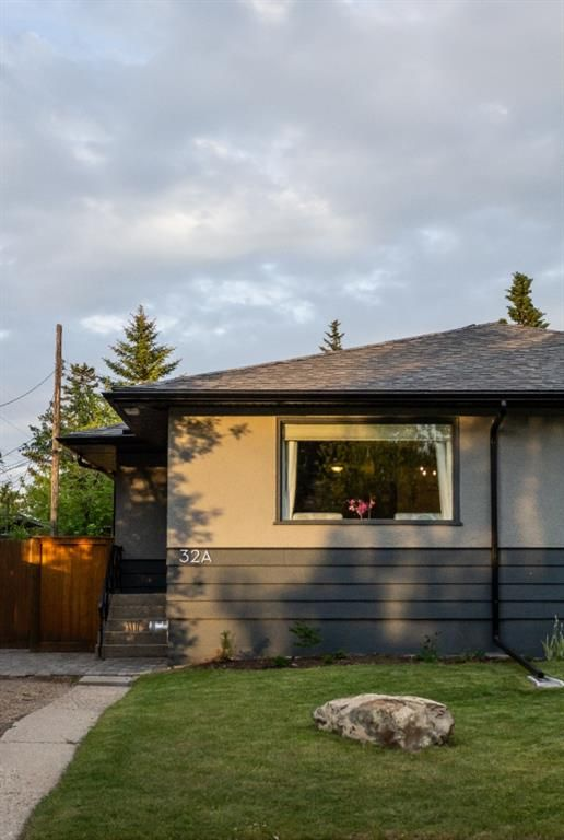 Main Photo: 32A Wellington Place SW in Calgary: Wildwood Semi Detached for sale : MLS®# A1117733