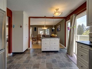 """Photo 4: 6345 ORACLE Road in Sechelt: Sechelt District House for sale in """"West Sechelt"""" (Sunshine Coast)  : MLS®# R2468248"""