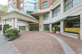 """Photo 1: 1706 909 BURRARD Street in Vancouver: West End VW Condo for sale in """"Vancouver Tower"""" (Vancouver West)  : MLS®# R2363575"""