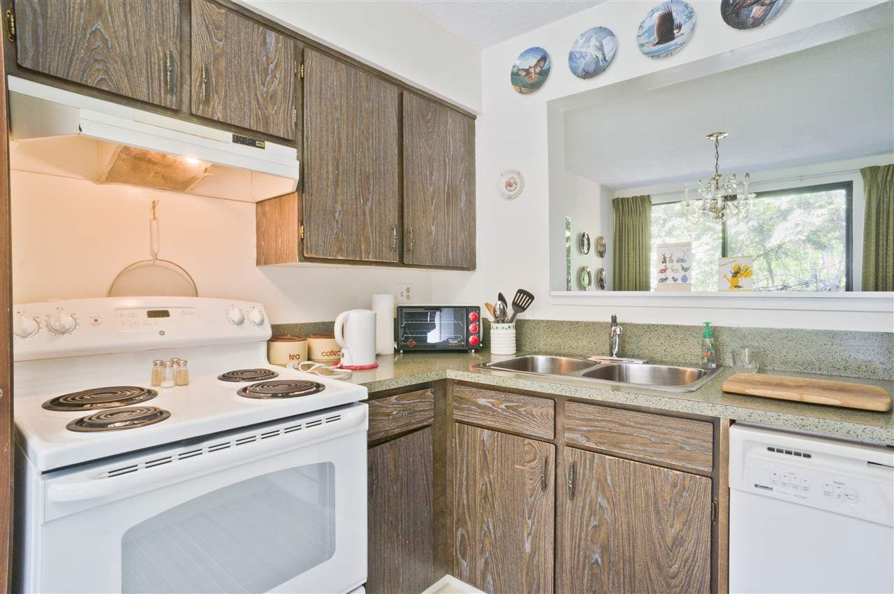 Photo 7: Photos: 4725 FERNGLEN PLACE in Burnaby: Greentree Village Townhouse for sale (Burnaby South)  : MLS®# R2163042