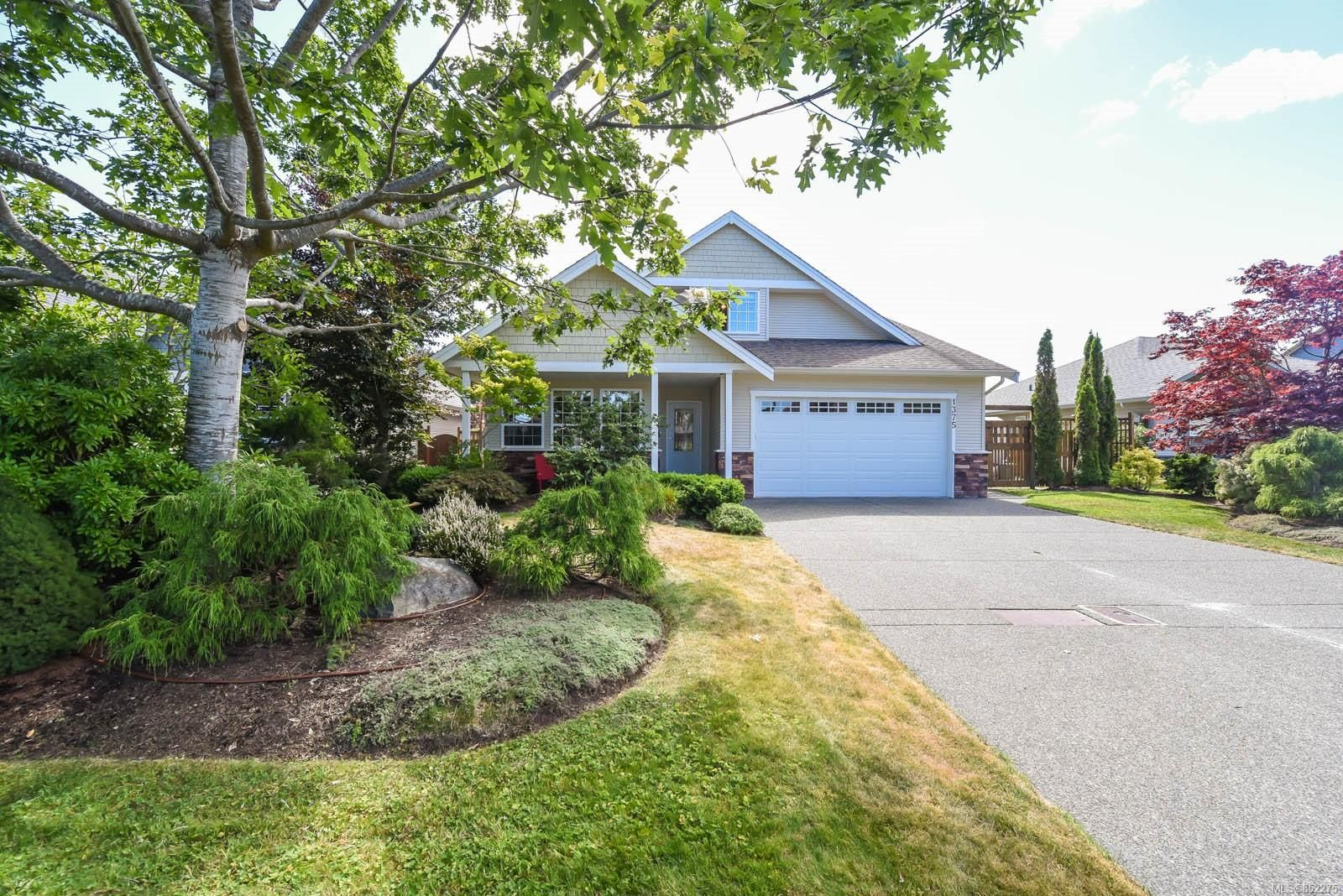 Main Photo: 1375 Zephyr Pl in : CV Comox (Town of) House for sale (Comox Valley)  : MLS®# 852275
