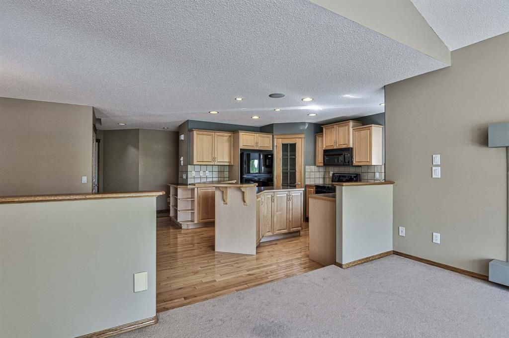 Photo 13: Photos: 106 Everwillow Close SW in Calgary: Evergreen Detached for sale : MLS®# A1116249