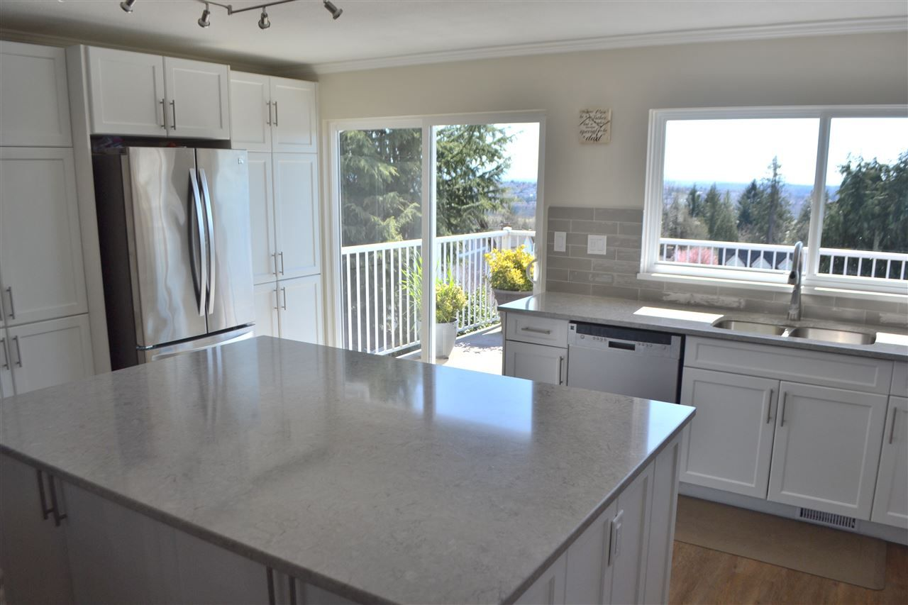Photo 3: Photos: 455 CARIBOO Crescent in Coquitlam: Coquitlam East House for sale : MLS®# R2566684