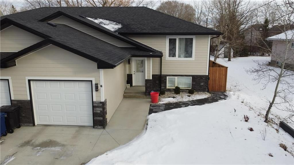 Main Photo: 46 Lilac Street in Mitchell: R16 Residential for sale : MLS®# 202028697