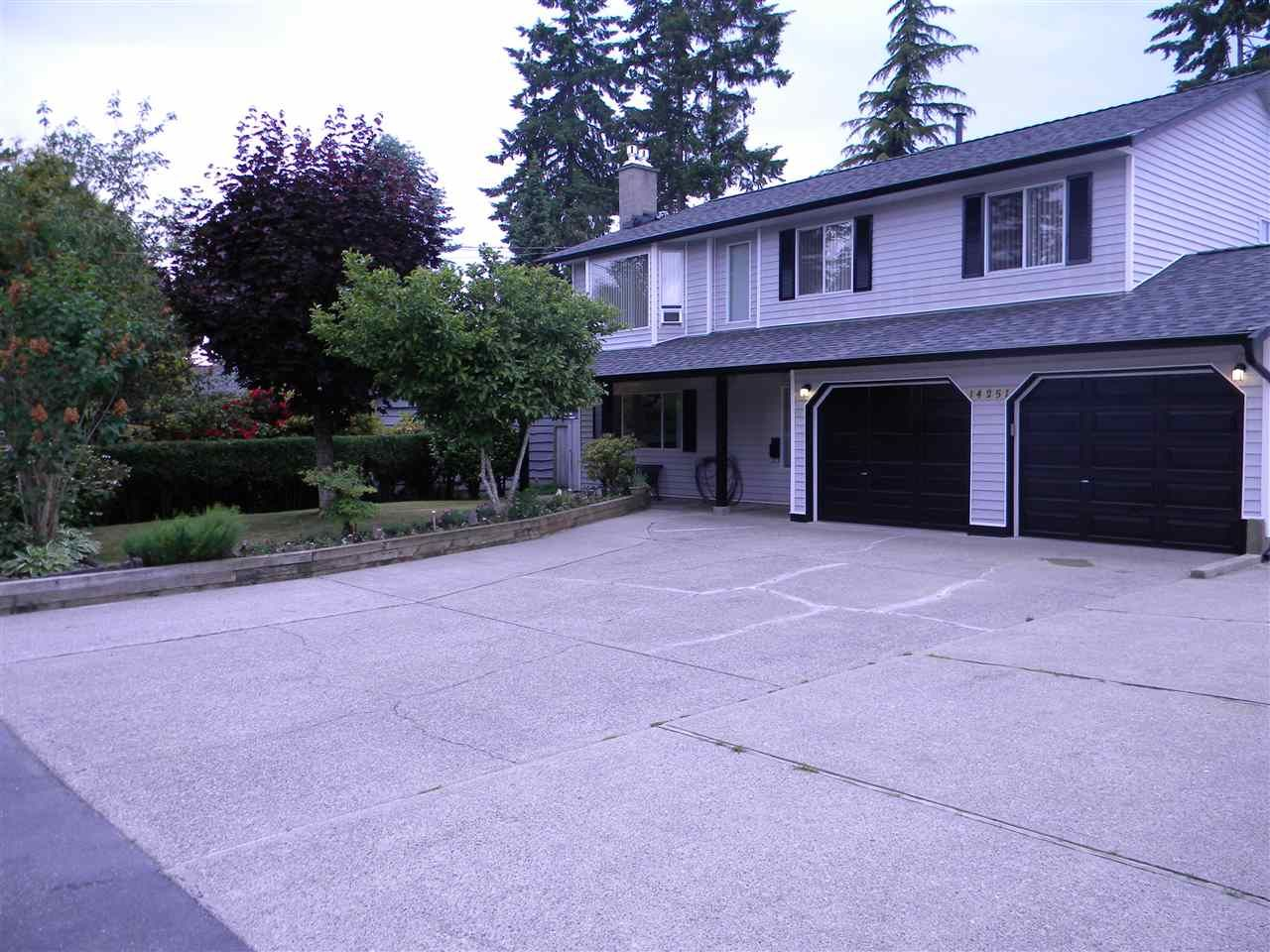 Photo 2: Photos: 14251 71 Avenue in Surrey: East Newton House for sale : MLS®# R2075211