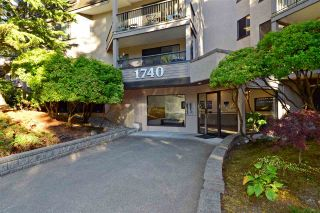 """Photo 1: 307 1740 SOUTHMERE Crescent in Surrey: Sunnyside Park Surrey Condo for sale in """"CAPSTAN WAY"""" (South Surrey White Rock)  : MLS®# R2198722"""