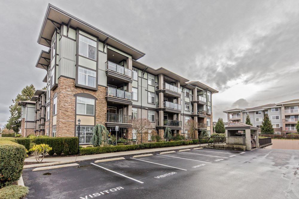 Main Photo: 211 33338 MAYFAIR Avenue in Abbotsford: Central Abbotsford Condo for sale : MLS®# R2327963