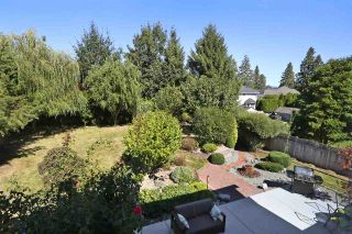 """Photo 3: 18875 57 Avenue in Surrey: Cloverdale BC House for sale in """"Fairway Estates"""" (Cloverdale)  : MLS®# R2445058"""