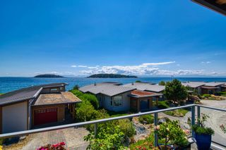 """Photo 8: 6500 WILDFLOWER Place in Sechelt: Sechelt District Townhouse for sale in """"WAKEFIELD BEACH - 2ND WAVE"""" (Sunshine Coast)  : MLS®# R2604222"""