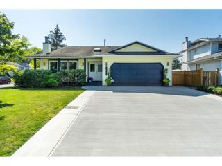 Photo 3: 9461 209B Crescent in Langley: Walnut Grove House for sale : MLS®# R2487558