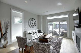 Photo 10: 3604 1 Street NW in Calgary: Highland Park Semi Detached for sale : MLS®# A1018609