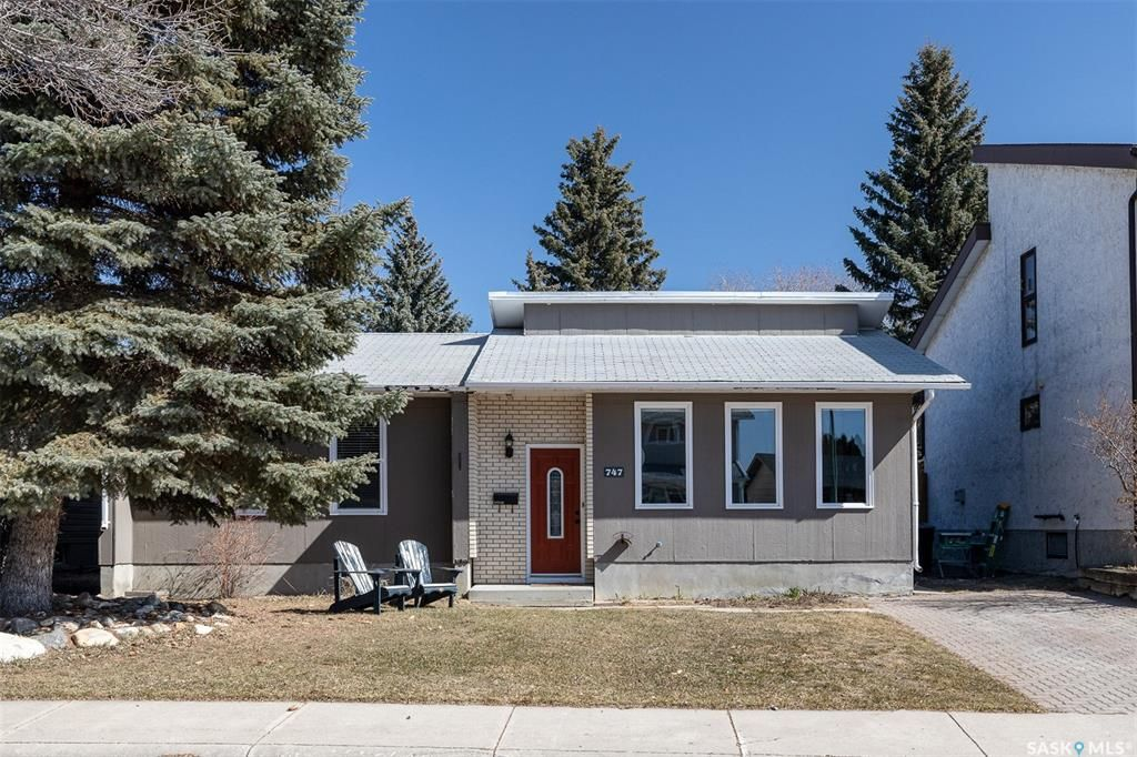 Main Photo: 747 Tobin Terrace in Saskatoon: Lawson Heights Residential for sale : MLS®# SK848786