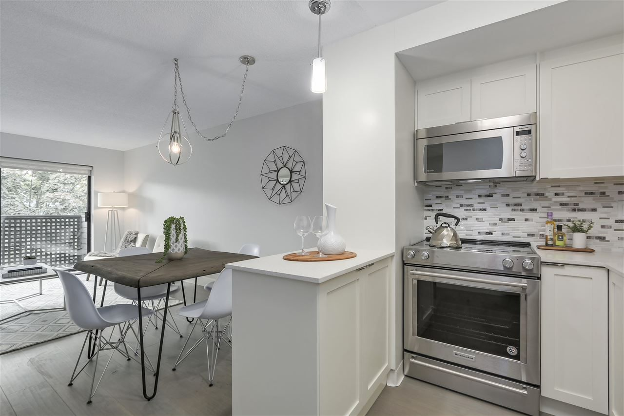 Main Photo: 405 2215 DUNDAS STREET in Vancouver: Hastings Condo  (Vancouver East)  : MLS®# R2453344