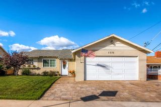 Photo 2: SAN DIEGO House for sale : 3 bedrooms : 7376 Gribble