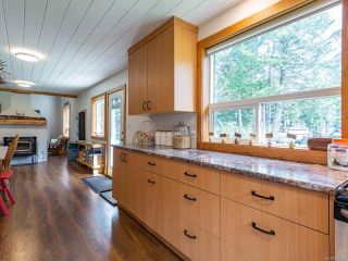 Photo 4: 5581 Seacliff Rd in COURTENAY: CV Courtenay North House for sale (Comox Valley)  : MLS®# 837166